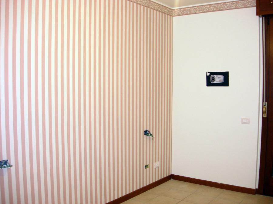 Parete a righe camera da letto awesome pareti della - Colori da parete per camera da letto ...