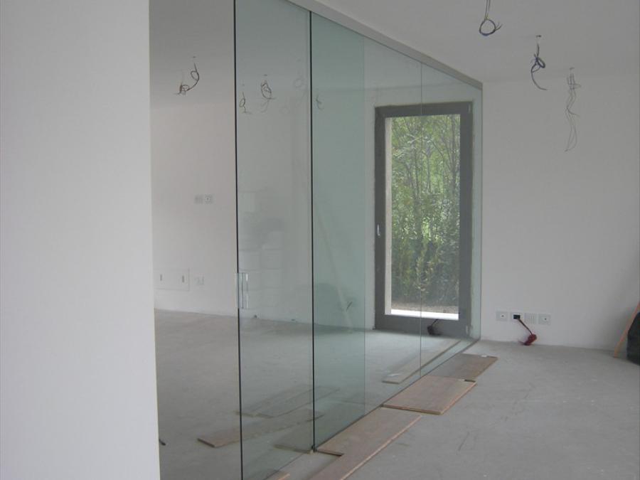 Foto: Parete Divisoria Sala Cucina In Cristallo Trasparente. Porta ...