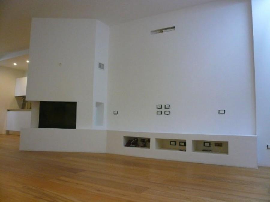 Parete attrezzata cartongesso beautiful parete attrezzata for Parete con camino e tv
