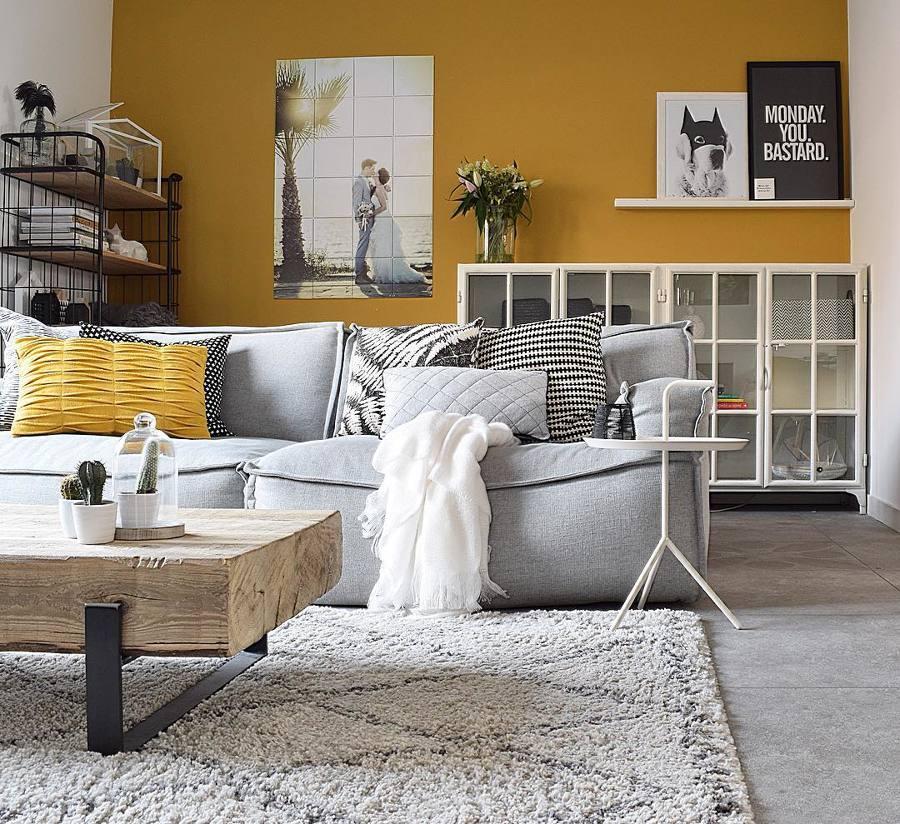 Parete Bordeaux E Gialla : Foto parete gialla e mobili bianchi di rossella