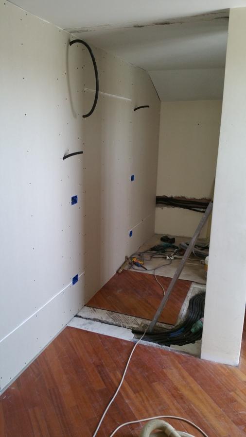 Parete in crtongesso con la porta a scomparsa idee ristrutturazione casa - Parete in cartongesso con porta ...