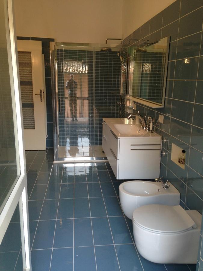Casa moderna roma italy costo rifacimento bagno - Rifacimento del bagno ...