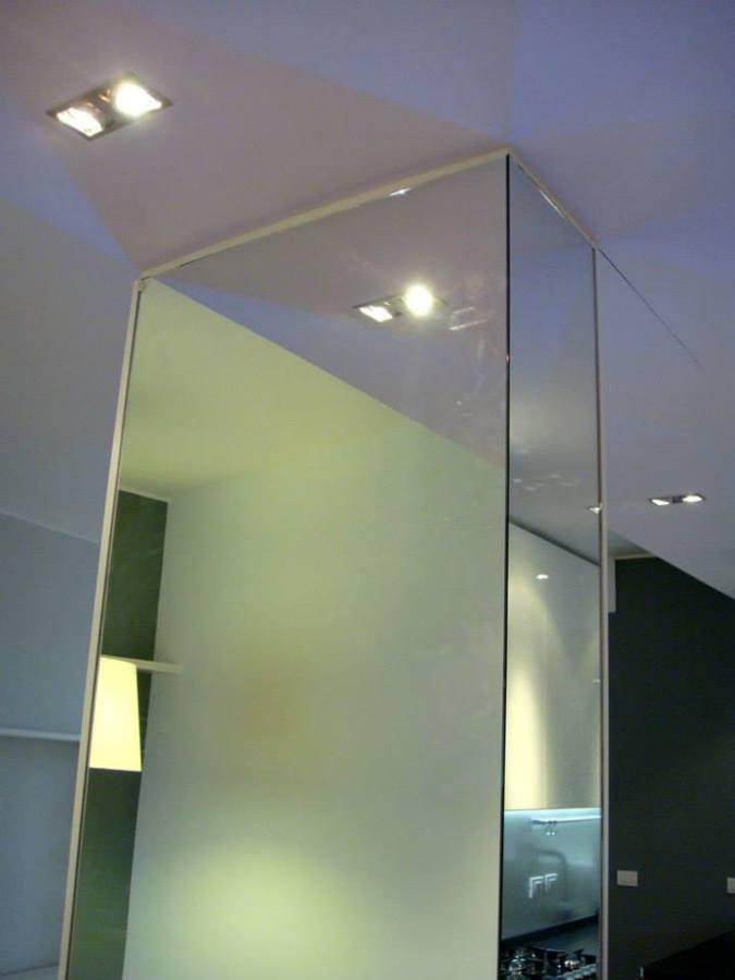 particolare colonna specchio