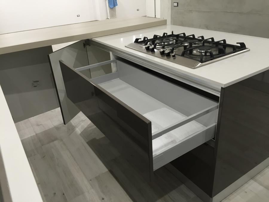 Foto particolare cucina penisola 2 di renova interiors - Cucina particolare ...