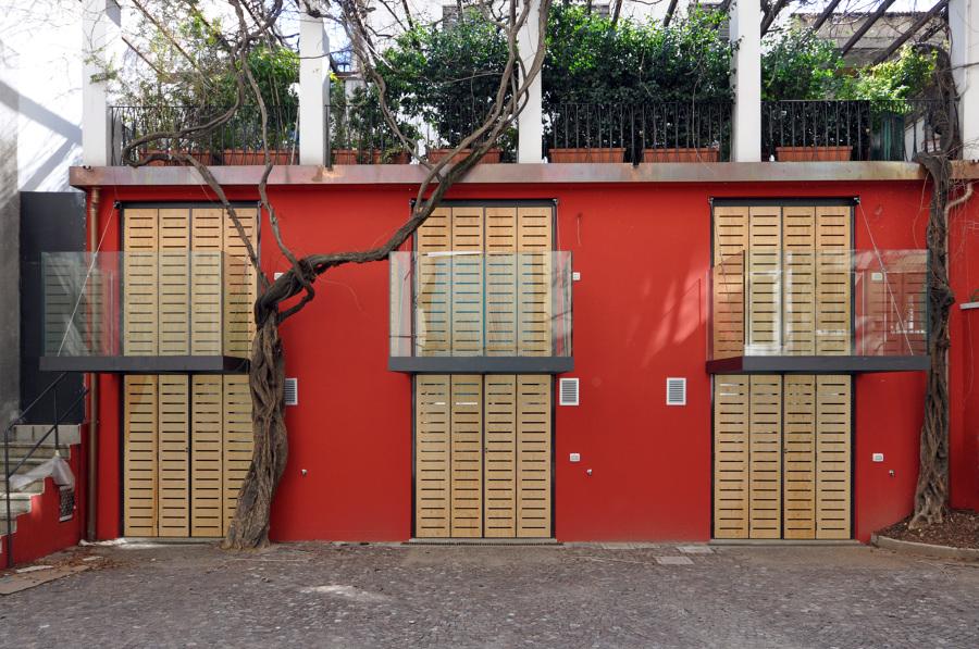 particolare facciata su retro con giardino e balconcini