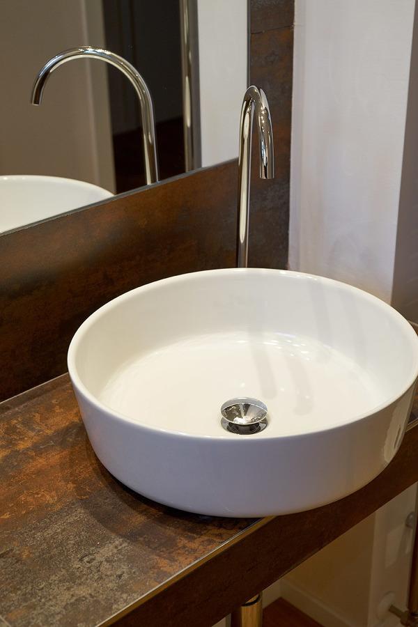 Particolare mobile bagno realizzato in opera