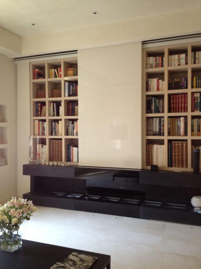 particolare parete studio con caminetti e parete scorrevole per tv