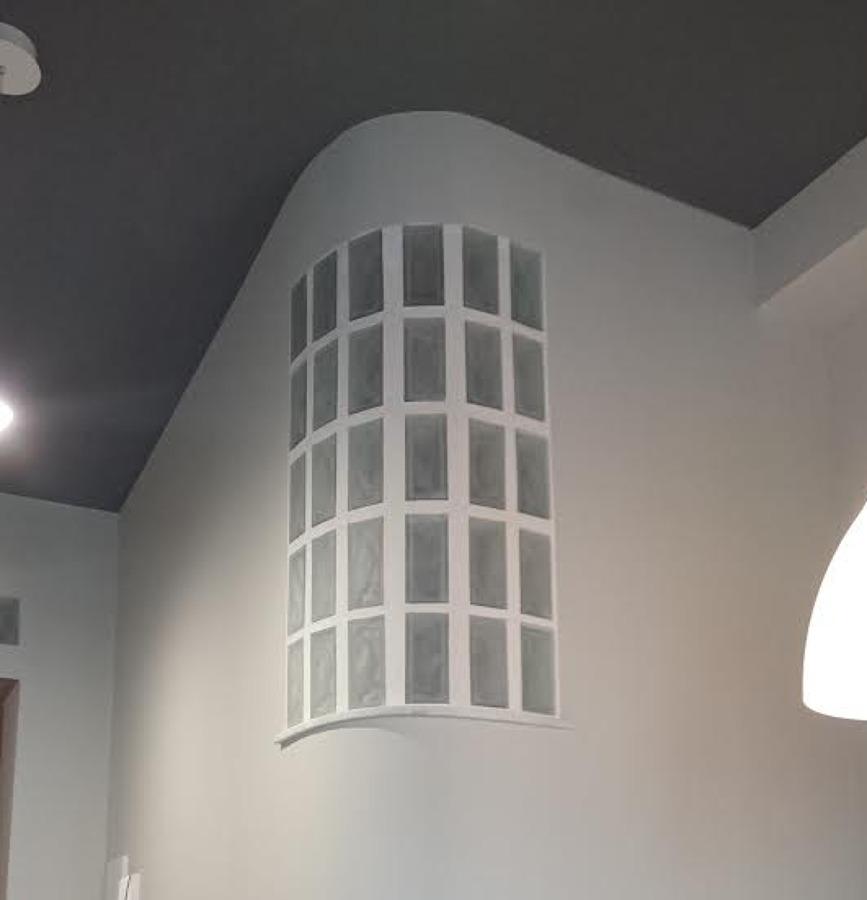 particolare vetro mattone curvo