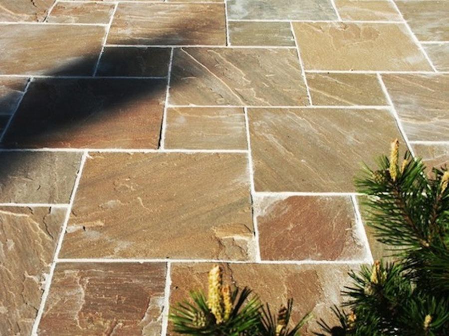 pavimentazione con lastre di pietra indiana vari formati