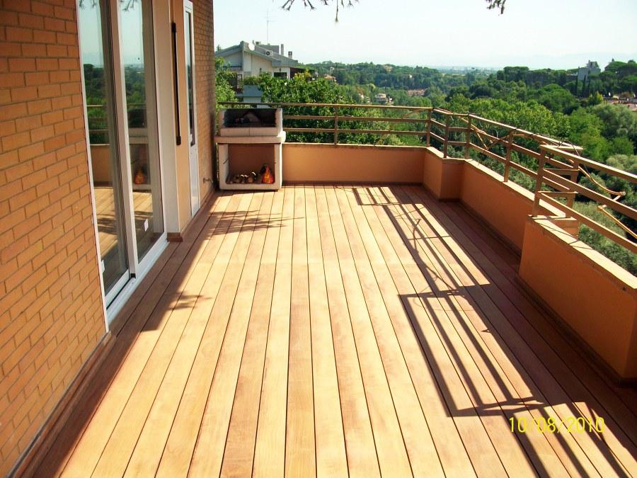 Progetto realizzazione pavimentazione in legno per balcone idee parquettisti - Piastrelle per balconi ...