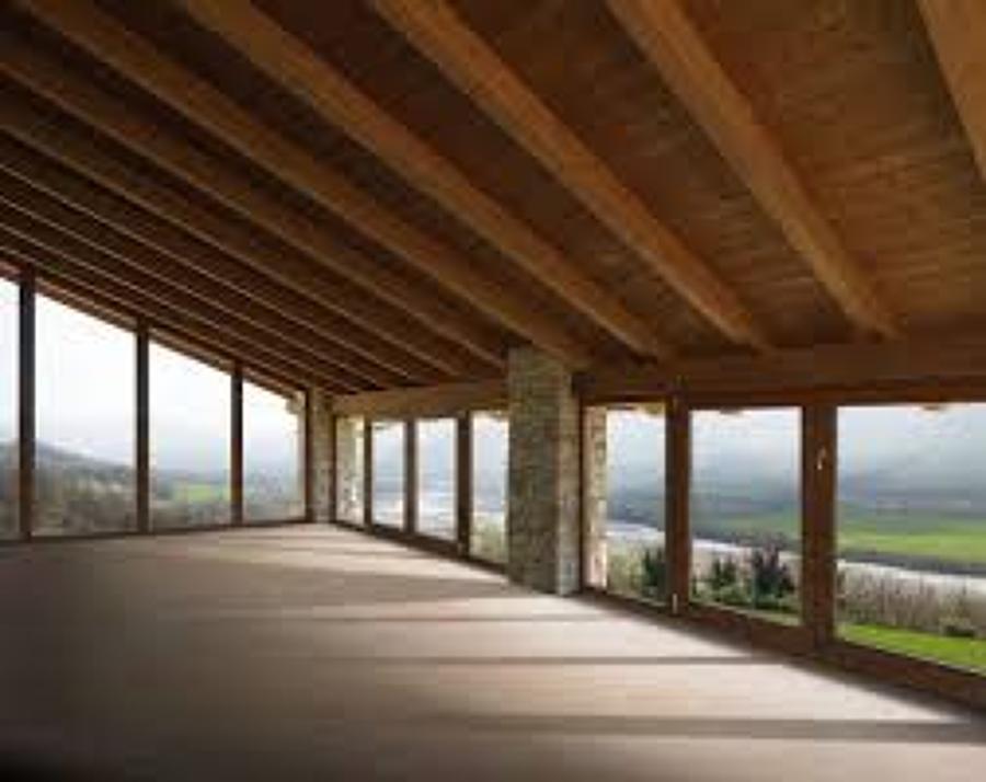 Foto pavimentazione travatura e soffitto in legno for Serramenti pvc legno