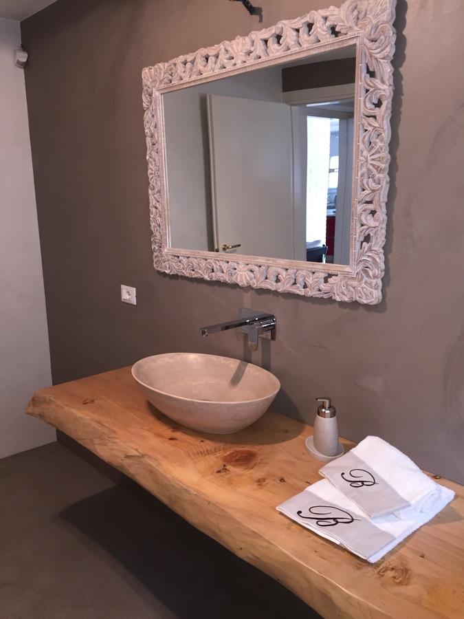 Pavimento e rivestimento bagno con resina - microcemento