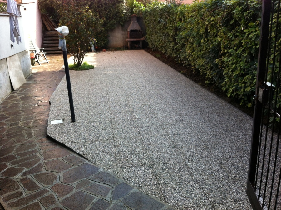 Progetto per pavimentazione giardino progetti muratori - Piastrellare un pavimento ...