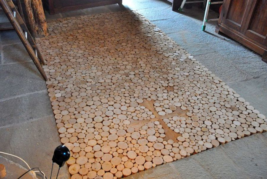 Pavimento in Castagno con croce Occitana