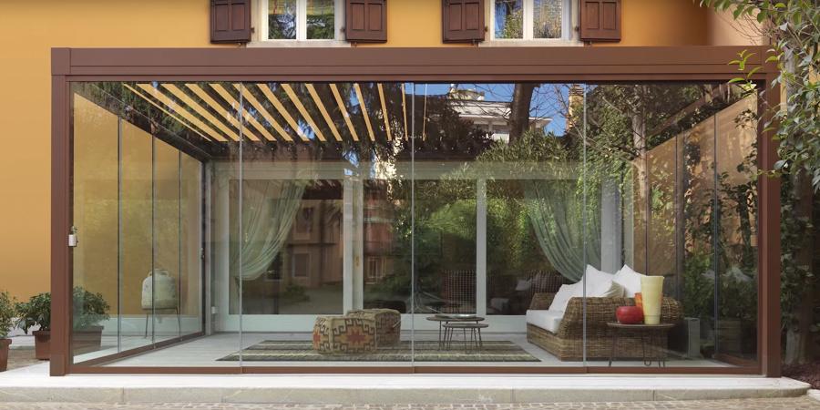 Foto pergola bioclimatica con chiusure in vetro di for Costo per costruire un portico anteriore