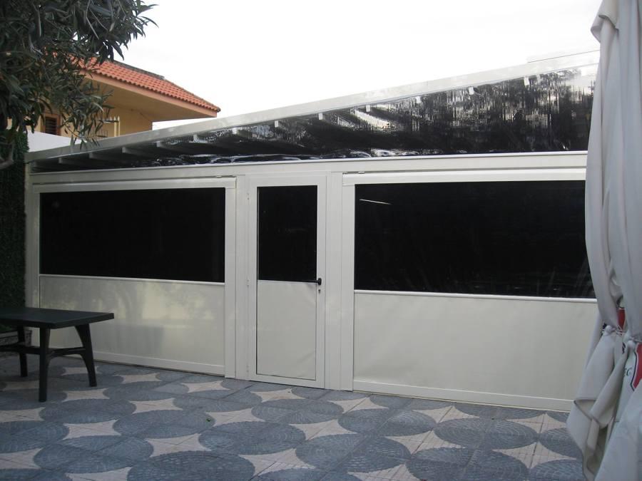 Foto pergotenda e chiusura ermetica con porta in - Tenda da tetto oasis ...