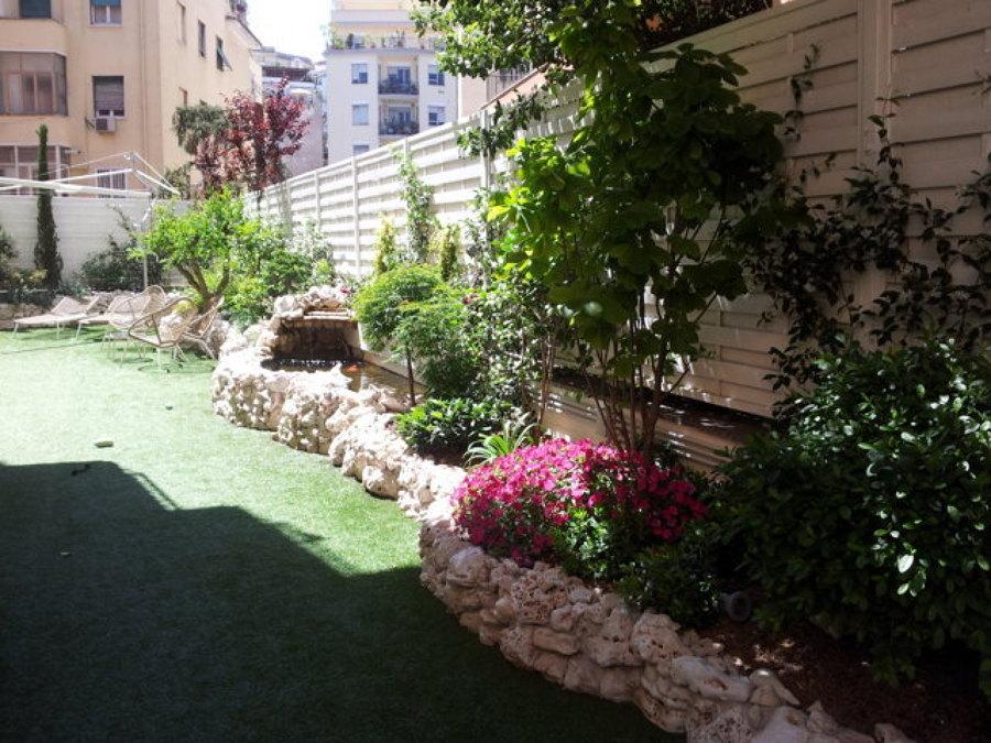 Giardino pensile con laghetto in roccia idee giardinieri for Laghetto tartarughe terrazzo