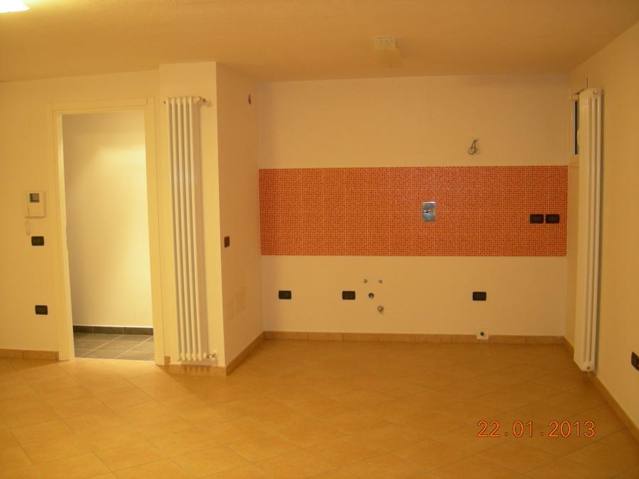 Nuova costruzione di palazzina residenziale bifamiliare for Idee piano terra