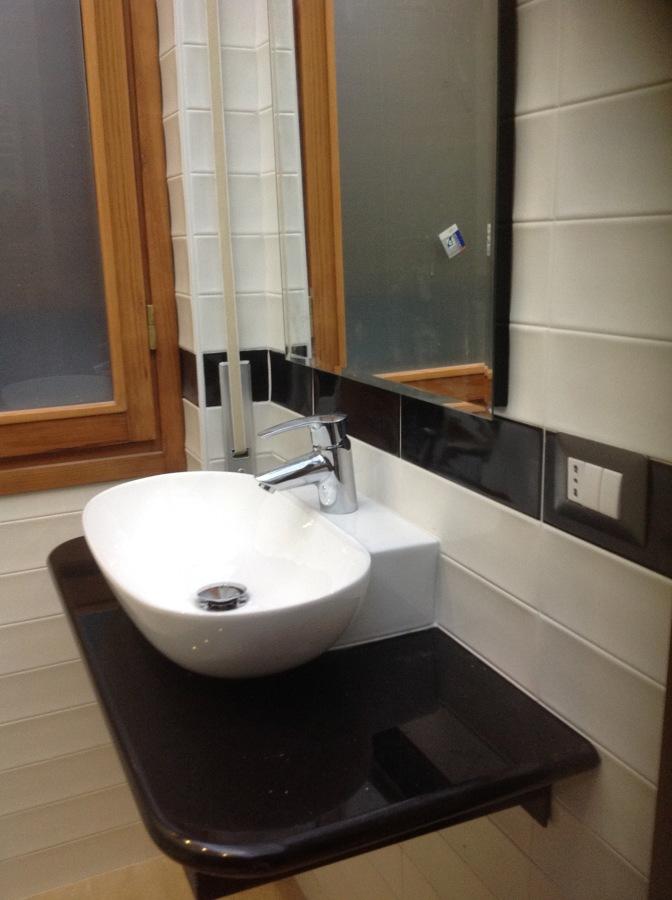 Foto piano lavabo in marmo nero assoluto di irrisar - Bagno piano marmo ...