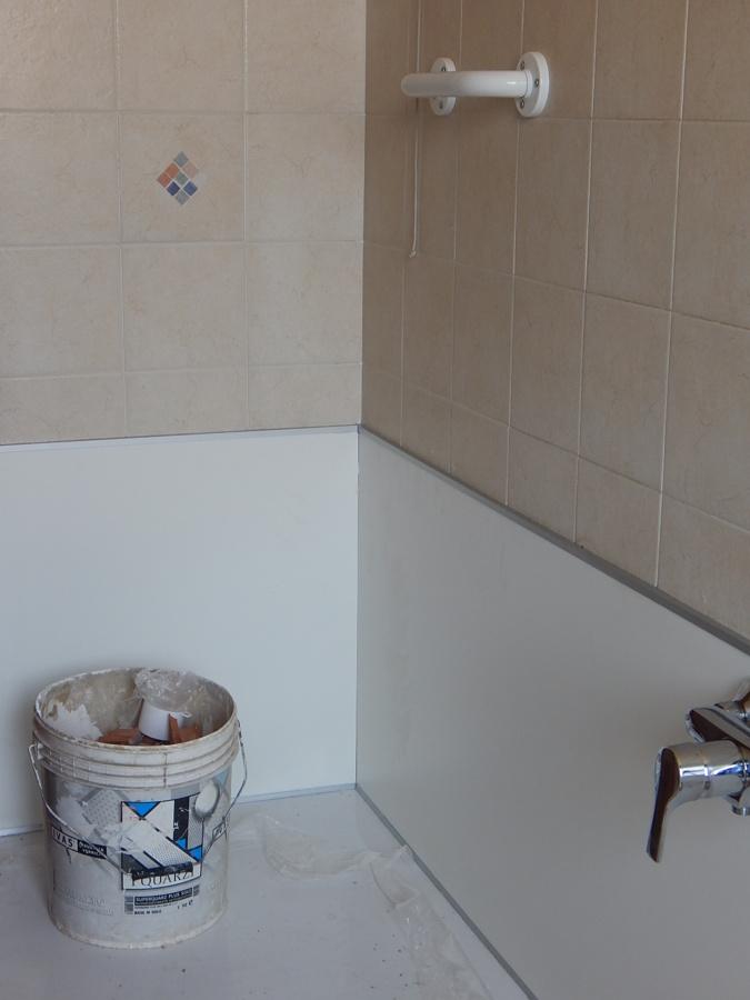 Trasformare vasca in doccia idee ristrutturazione bagni - Pannelli per rivestimento interno doccia ...