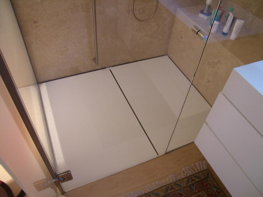 https://it.habcdn.com/photos/project/big/piatto-doccia-in-corian-bagno-sotto-tetto-335576.jpg