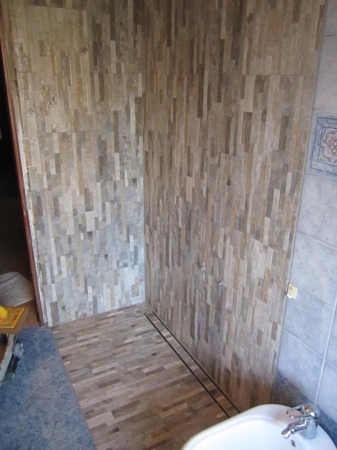 Progetto di trasformazione vasca in doccia idee for Box doccia in muratura foto