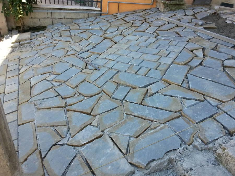 Posa in opera pietra di gorgoglione idee costruzione muri - Mattonato per giardino ...