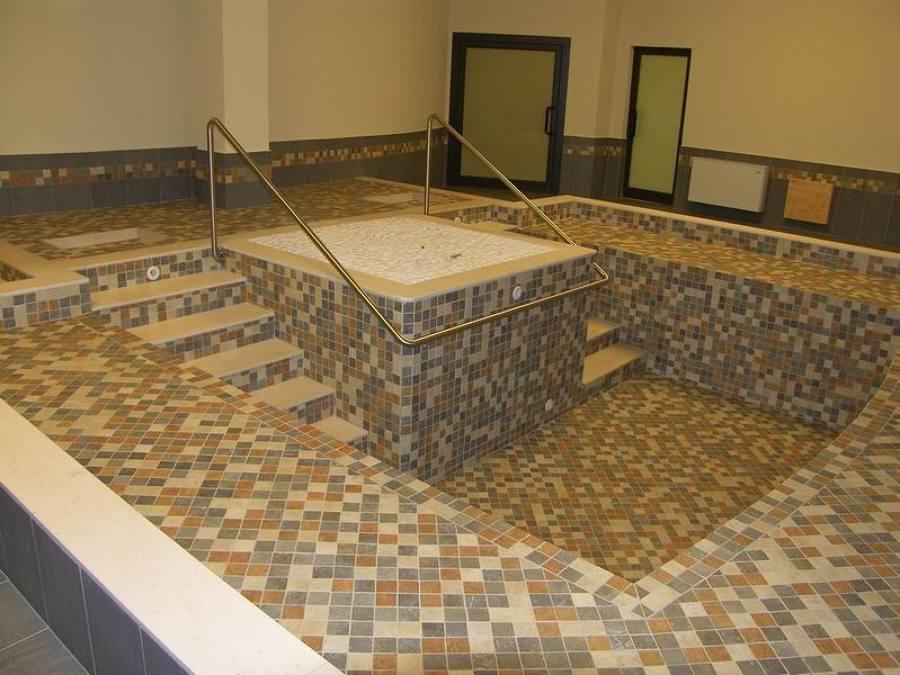 Realizzazione piscina da interno idee pavimenti continui - Piscina da interno ...