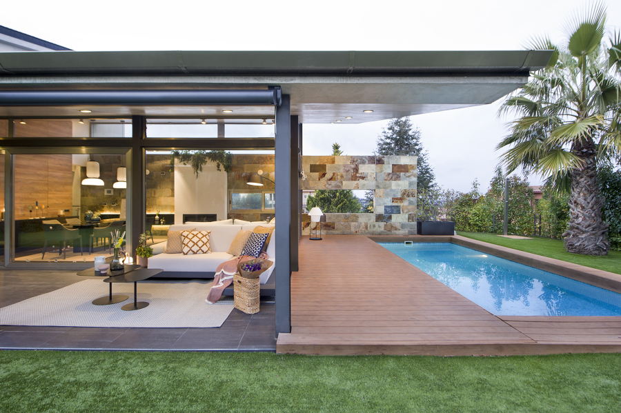 piscina e salotto esterno