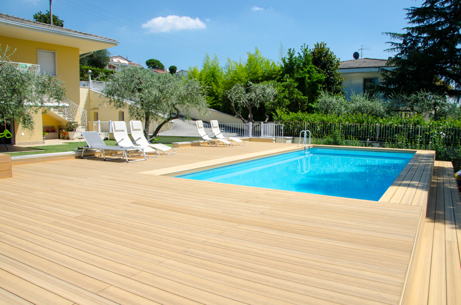 Piscina fuori terra rivestita in wpc idee costruzione piscine - Piscina fuori terra interrata ...