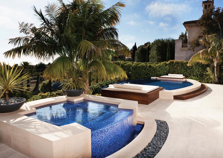 piscina in cemento piccola