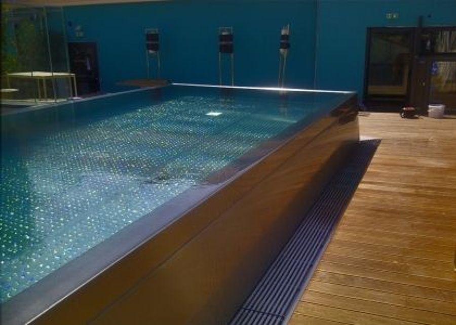 Progetto una piccola spa idee ristrutturazione alberghi for Piscine hors sol interieur