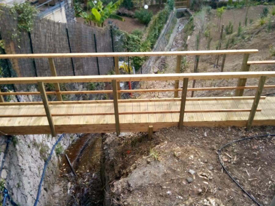 Foto ponte in legno su fiume di giardino toscana 432973 for Foto di ponti su case
