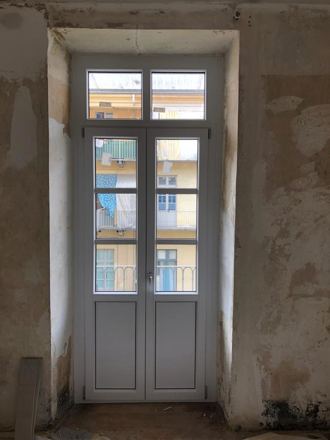 porta finestra e sopraluce