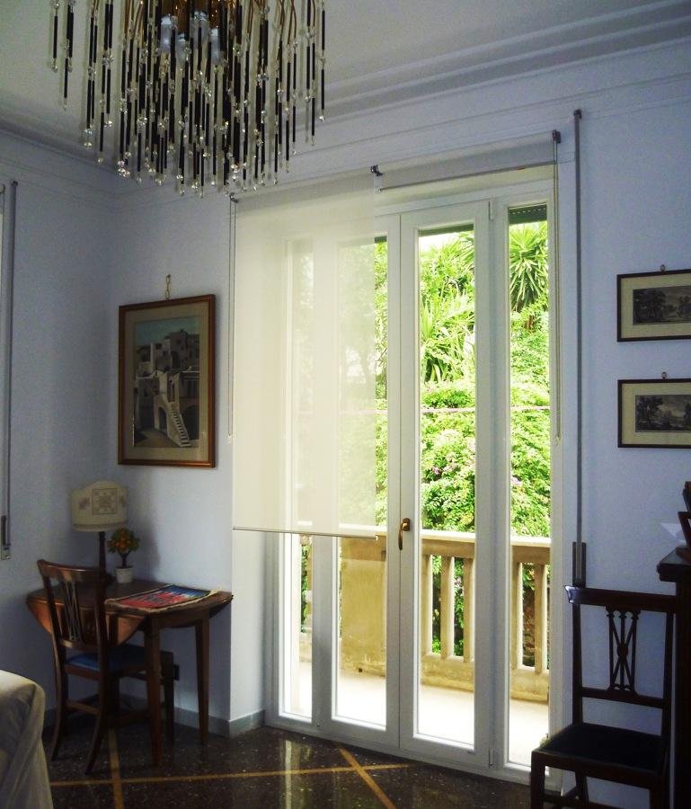 Foto porta finestra in pvc bianco a quattro ante di for Porta finestra pvc