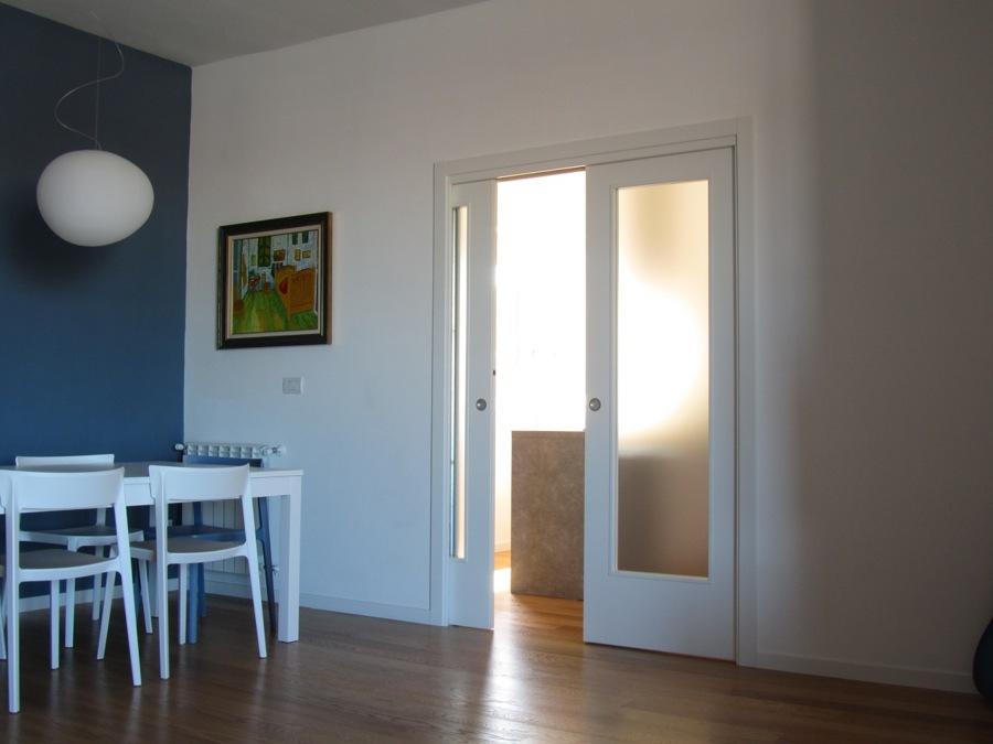 Porte Scorrevoli A Due Ante In Vetro.Foto Porta Scorrevole Laccata 2 Ante Con Vano Vetro Di Doorwell
