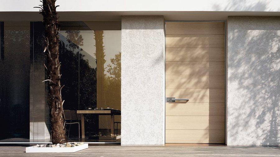Porte blindate moderne con pannelli in legno