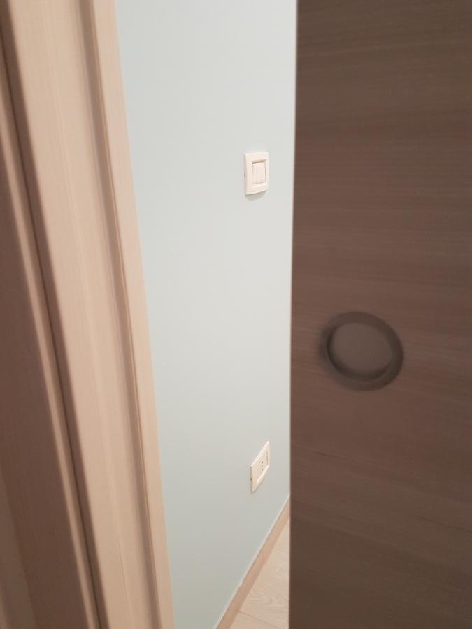 porte e particolare maniglia