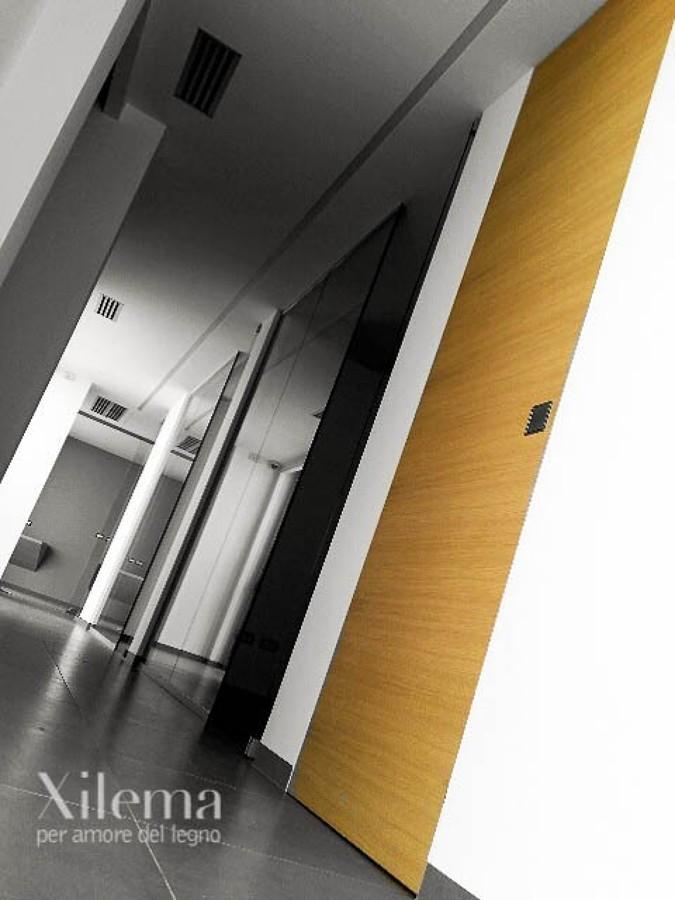 porte interne idee arredamento : Porte interne in legno rasomuro