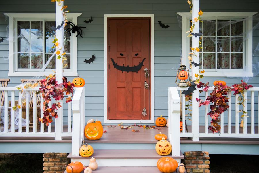 portone decorato per halloween
