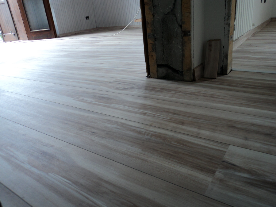 Foto posa alloc pavimento flottante laminato di mcf for Pavimento laminato