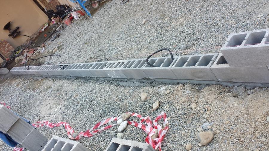 Progetto costruzione di recinzione con tema antico a for Disegni di blocchi di cemento casa