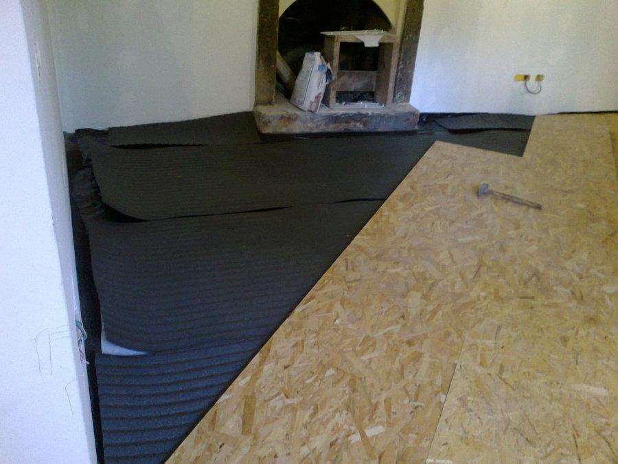 Pavimento tavole legno legno plance e tavole pavimento in - Posa pavimento esterno su sabbia ...