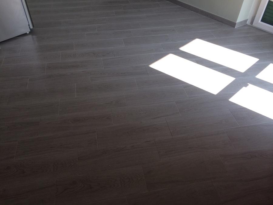 posa e fornitura di pavimento effetto legno