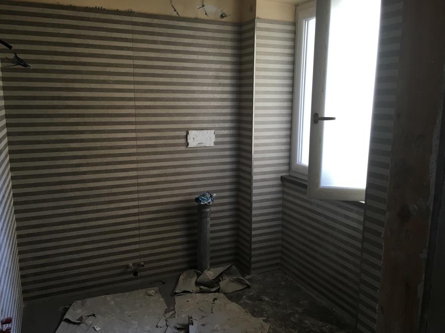 Foto: posa in opera di rivestimento bagno di aedes group s.r.l.