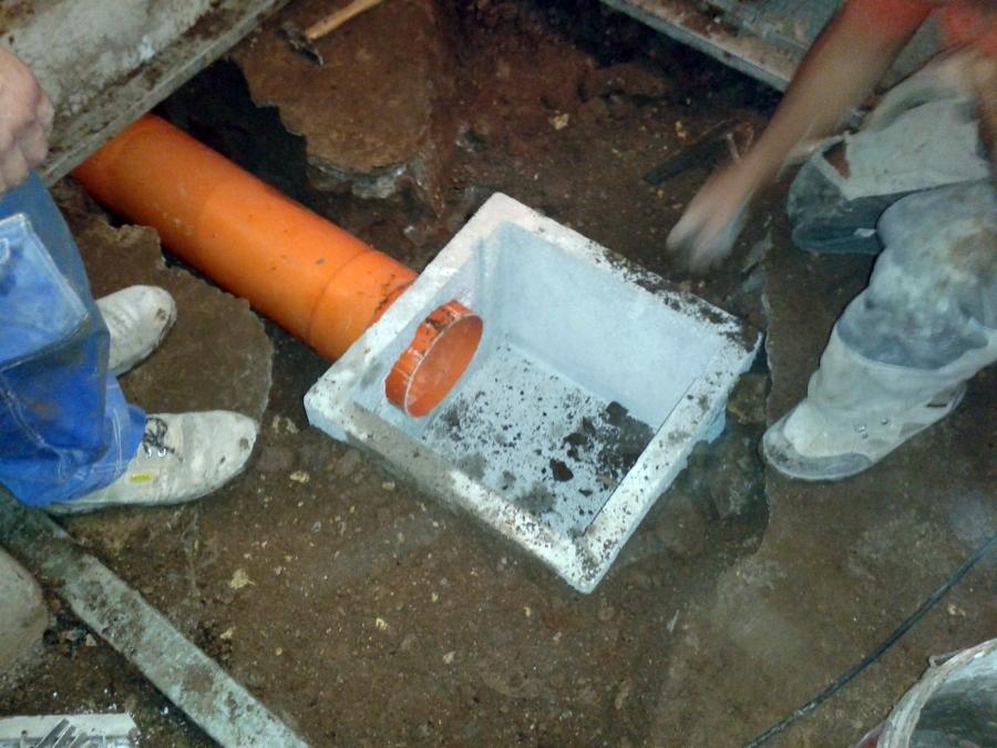 Progetto di realizzazione pozzetto di raccolta acque for Materiale del tubo della linea d acqua