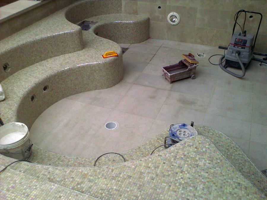 Foto posa mosaici centri benessere piscine bagni de - Posa mosaico bagno ...