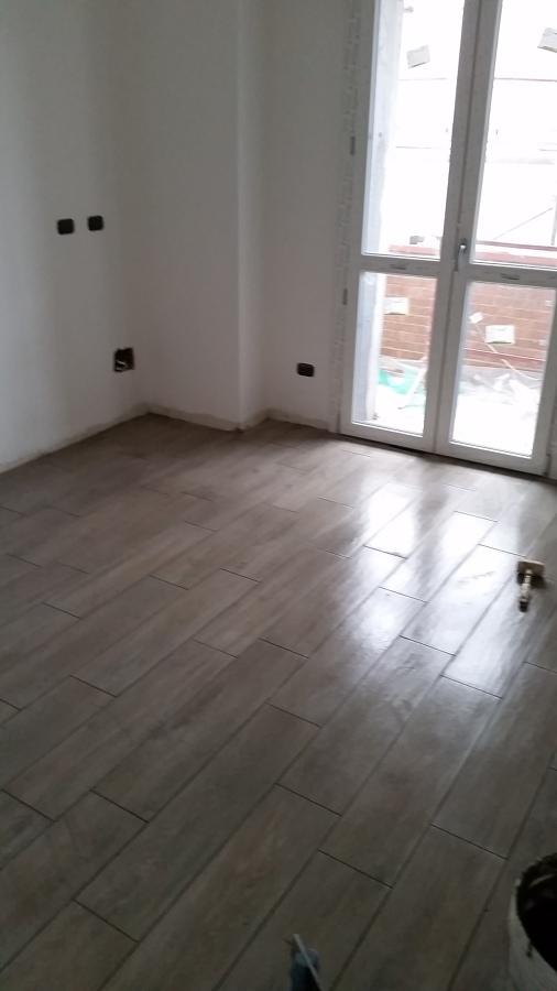 Foto posa pavimenti in gres effetto legno di negesi srl 425809 habitissimo - Piastrellisti a trieste ...