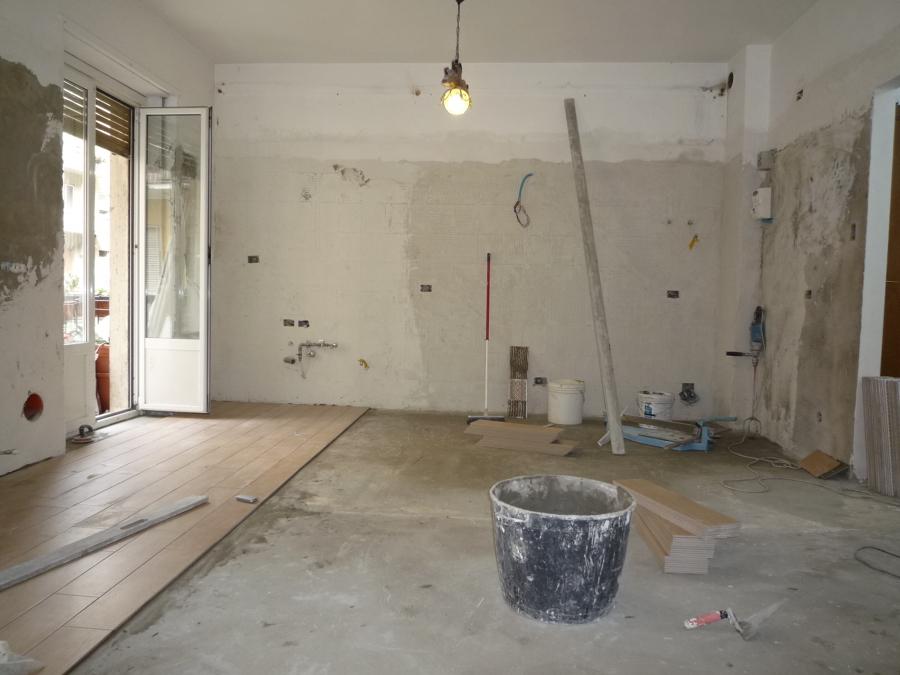 Foto posa pavimento cucina di canova marco 431218 for Posa alzatina cucina