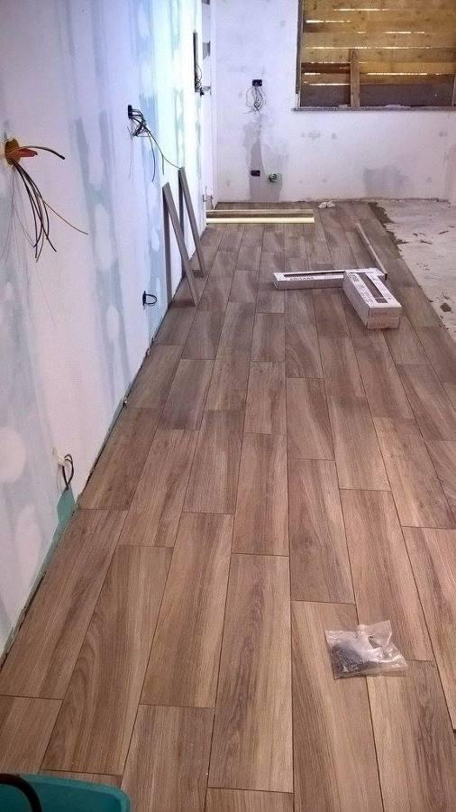 Da garage a cucina pi soggiorno idee ristrutturazione casa - Posa piastrelle cucina ...